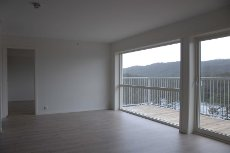 Nyoppført og flott 4-roms leilighet. Toppleilighet, flott utsikt, heis & garasje. Innflyttingsklar og lave omkostninger