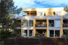 SON/Husjordet - toppleilighet med sydvestvendt terrasse. 2 bad. Heis. Sentralt, nær buss, b.hager og skoler.