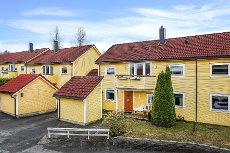 Askim - Meget pent oppusset andels rekkehus - ny og moderne kjøkkeninnredning - nyere flislagt bad - garasje