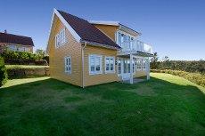 KRAGERØ RESORT - Lekker hytte med komplett innholdspakke - Innventar - båtplass-bod/golfbil - spillerett - sen kveldsol