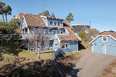 TØNSBERG - RINGSHAUG - INNHOLDSRIK ENEBOLIG MED UTLEIEDEL OG SJØUTSIKT