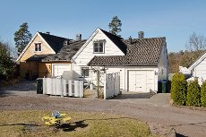Stokke/ Vearåsen - Kjedet enebolig med 4 soverom og 2 bad. Barnevennlig beliggenhet! Garasje.