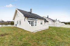 AURSKOG: Lys, tiltalende og moderne enebolig i kjede - Garasje - Stor og solrik terrasse - Sentralt og barnvennlig