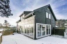 RISØR - BREIBUKTA - Moderne fritidseiendom fra 2007 - Båtplass - 4 soverom