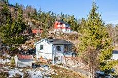 Nordre Frogn / Knardal - Fritidsbolig med 1.716 m² tomt og ca. 5 meter strandlinje. Kun 35 minutter fra Oslo.