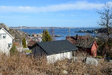 Bud innkommet! - Kjerringvik - Boligtomt med byggetillatelse for enebolig med leilighet-Flott sjøutsikt-100 m. fra sjøen