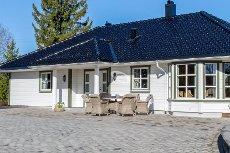Ytre Enebakk - Fantastisk eiendom med anneks og dobbelgarasje. Tomt på ca. 5.8 mål.