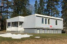 FOSSER: Enebolig med uthus/garasje - Stor tomt på ca. 3.500 kvm. m/utnyttelsesmuligheter - Rolig og barnev. beliggenh.