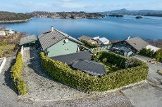 Ekrhovd/Lie: Enebolig med garasje, hagestue og fantastisk utsikt!