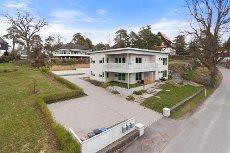 Åsen - Lekker, stilren og moderne bolig med 3 boenheter. Særdeles attraktiv beliggenhet.