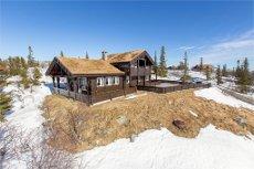 Høgevarde - Flott hytte med en nydelig åpen og fri utsikt over Høgevarde og Gråfjellplatået. Velkommen på visning!