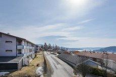 Lillehammer - Pen 2-roms endeleilighet med romslig balkong og utsikt - sikringsordning