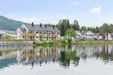BYGLANDSFJORD - Ny flott selveierleilighet rett ved fjorden, solrikt