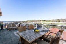 Vestvendt toppleilighet med stor takterrasse - Ypperlige solforhold - Utsikt over golfbanen - Heis -