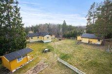 """Drøbak - Spervikaveien 19 - """"Solheim""""fritidsbolig med helårsvann*Naturskjønn hage"""