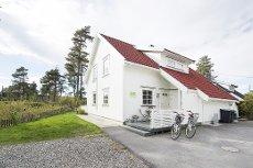 Drøbak: Lys og pen tomannsbolig - Barnevennlig - Gode solforhold - Noe utsikt til fjorden - Like ved Elleskjærstranda