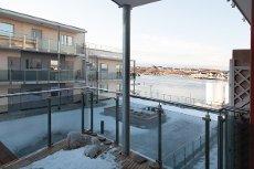 Nyere leilighet midt i Brønnøy sentrum med sjøutsikt.