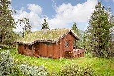 VÅGÅ - STUTARHAUGEN - Hytte fint beliggende med god utsikt og solgang.