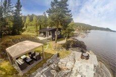 Strandperle ved Randsfjorden, 4 meter fra vannet! Molo, liten brygge og flotte bademuligheter !