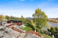 Flott hytte i vakkert naturområde og gode solforhold. Båtfesterett. Fivesdal i Gulen