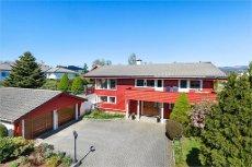 SKJOLD - Flott enebolig med dobbel garasje, solrik terrasse og pent opparbeidet hage