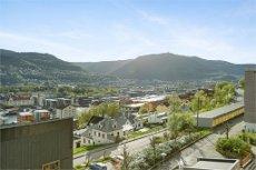 GYLDENPRIS/NÆR SENTRUM - Flott 2-roms leilighet med stor terrasse, garasjeplass og nydelig utsikt