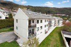 Landås - Nydelig leilighet over 2 plan med gode solforhold, sentral beliggenhet, 3 soverom