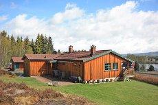Koselig bolig i landlige omgivelser med utsikt til Stortjennet - anneks med gjesterom - dobbelgarasje