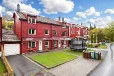 Skedsmokorset / Holt Vestvollen - Meget innholdsrik og pen bolig i barnevennlig nabolag