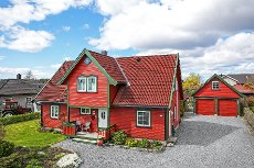 Hylli/Løvestad - Flott enebolig med utmerket beliggenhet. Solrikt med fin utsikt