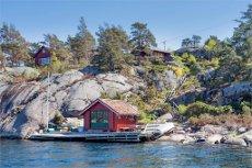 Strandeiendom med brygge og sjøbod - solrikt beliggende på Monsøya