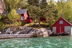 Hytte med naust og lang strandlinje. Naturskjønne omgivelser. Sandvoll - Kvinnherad