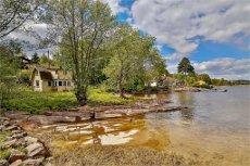 Svelvikveien - Idyllisk eiendom med egen strand og svaberg - Kun 50 min fra Oslo! Eiet tomt - Behov for renovering