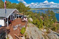 Nyere hytte med panoramautsikt og gode solforhold! Vann/kloakk/strøm. Parkering i nærheten. Båtplass. Jacuzzi.