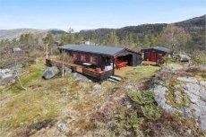 Hytte på fjellet i naturskjønne omgivelser. Kort vei til Kvamskogen. Holmane.