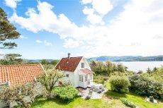 Fogn / Vareneset - Nydelig og sjarmerende hytte med eiendom på ca 3300 kvm - Naust og brygge på eget bruksnummer