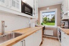 Flott leilighet nær Bybanen - Kronstad. Nytt bad, pent kjøkken, ny felles terrasse/hage.