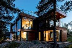 Rasta: Opptatt av spennende design? Høy standard? Funkishus? Da er denne boligen for deg - kresent i sann funkisånd.