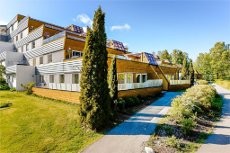 VEAR; Romslig 4roms i terrassehus med trinnløs adkomst og gode solforhold - garasje!