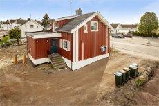 Tønsberg/Sem sentrum - Pen og vesentlig oppgradert enebolig med gode solforhold og 3 soverom. Må sees!