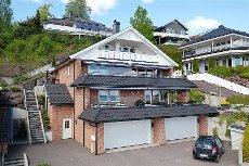 Selveiende terrasseleilighet med dobbel garasje og fantastisk utsikt over Oslofjorden