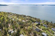 Son - Stjernåsen - Unik og sjarmerende eiendom med fantastisk fjordutsikt. Stor fritidseiendom med tilyhørende tomt. Båtplass!