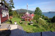 Idyllisk fritidsbustad med stor hage, utepeis, flotte tur, fiske og badeområder (Visning søndag 24 mai. kl. 13.00-14.00)