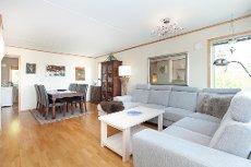 Brånåsen - Koselig og lys 3-roms leilighet med garasjeplass. 2 solrike balkonger - Sentral og barnevennlig beliggenhet!