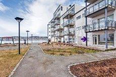 Visning 28/5 kl 18.00! Flott 3-roms selveier med garasje og stor terrasse i veletablert sameie - Strøm/Kom.avg.inkl