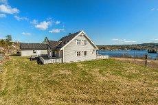 Stilig enebolig med god standard og fantastisk utsikt til Harstadsjøen