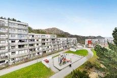 Pen 4-roms leilighet med god beliggenhet i Bergen vest - stor altan på 16,5 kvm - 2 stuer - barnevennlig