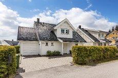 Brånåsen - Meget velholdt og attraktiv enebolig med 4 soverom og garasje - Usjenert hage med svært gode solforhold!