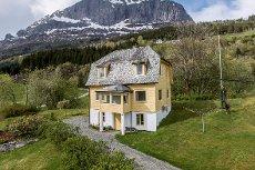 Einebustad/feriehus i landlege omgivnader med kort veg til både sjø og fjell