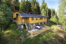 FOSSER/ BRANGERUD: Pen helårshytte med innlagt strøm og vann - Gode rekreasjonsmuligheter i nærliggende skog og mark
